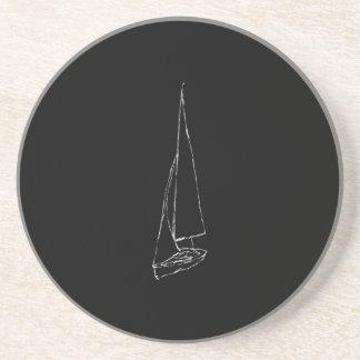 航行ボート。 白黒のスケッチ。 コースター