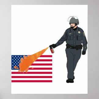 色の旗が付いているカジュアルな唐辛子スプレーの警察官 ポスター
