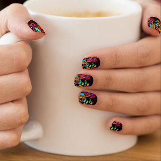 色の渦巻指のネイルカバー ネイルアート