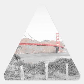 色の破裂音のゴールデンゲートブリッジのb&w 三角形シール