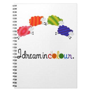 色の編み物またはかぎ針編みのプロジェクトの夢 ノートブック