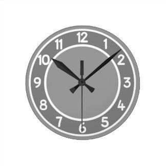 色の背景の柱時計の灰色及び白 ラウンド壁時計