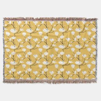 色の背景の白いマグノリアの花 スローブランケット