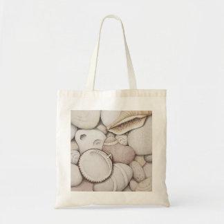 色の鉛筆のドクムギ及び螺線形の貝及び小石 トートバッグ