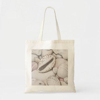 色の鉛筆のCowrie及びアワビの貝及び小石 トートバッグ