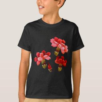 色彩の鮮やかで赤い及びピンクのカーネーション Tシャツ