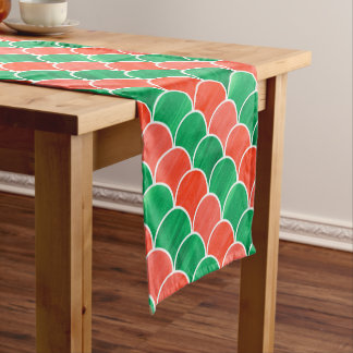色彩の鮮やかで赤い緑のスケールのクリスマスパターン ショートテーブルランナー