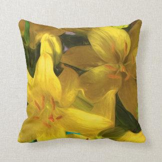 色彩の鮮やかで黄色いユリが付いている枕 クッション