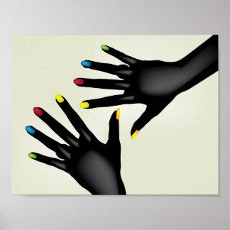 色彩の鮮やかなネイルポスターが付いている黒い手 ポスター