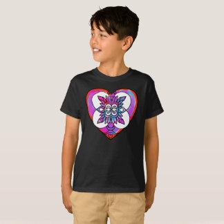色彩の鮮やかなハートのブラシ愛記号の芸術はTシャツをからかいます Tシャツ