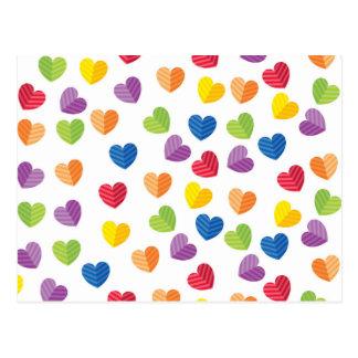 色彩の鮮やかなパレットの虹のハートパターン ポストカード