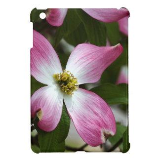 色彩の鮮やかなピンクのミズキの花のマクロ iPad MINIカバー
