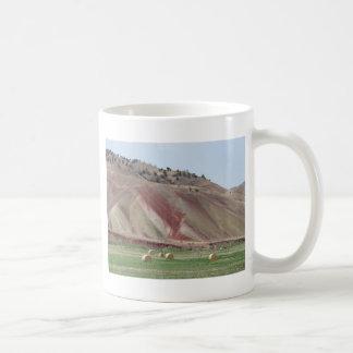 色彩の鮮やかな丘 コーヒーマグカップ