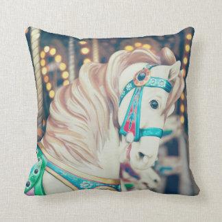 色彩の鮮やかな子馬の枕1 クッション