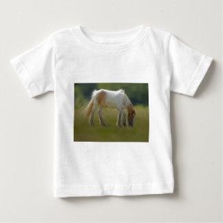 色彩の鮮やかな子馬 ベビーTシャツ