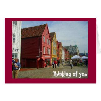 色彩の鮮やかな赤、ベルゲンの水辺地帯 カード