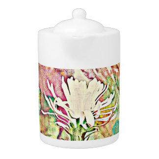 色彩茶ポットの白いサボテンの開花