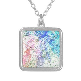 色-万華鏡のように千変万化するパターンのパステルの愛のため シルバープレートネックレス