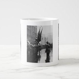 """色- 1919年--を戻している""""バッファロー""""の兵士 ジャンボコーヒーマグカップ"""