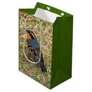 芝生の圧倒するいろいろなつぐみ ミディアムペーパーバッグ