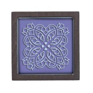 花およびハートの青いオーナメント ギフトボックス