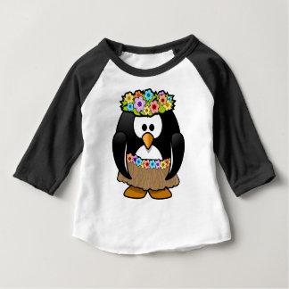 花および腰蓑を持つハワイのペンギン ベビーTシャツ