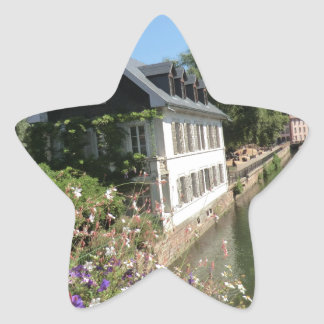 花および運河、フランスが付いている絵のような家 星形シール・ステッカー
