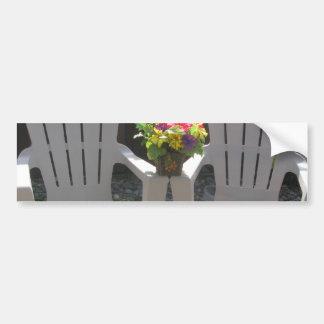 花およびAdirondackの椅子 バンパーステッカー