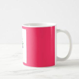 花が付いている赤い背景 コーヒーマグカップ