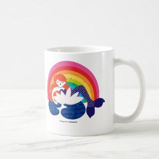 花で休んでいる小さい人魚 コーヒーマグカップ
