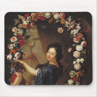 花によって囲まれる女性のポートレート マウスパッド