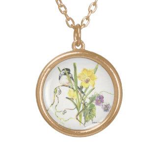 花に隠れている《鳥》アメリカゴガラ ゴールドプレートネックレス
