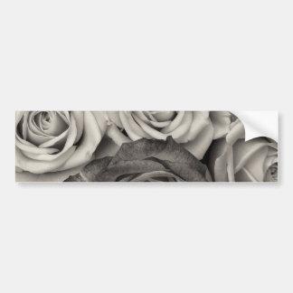花のかわいらしい白黒バラの花束 バンパーステッカー