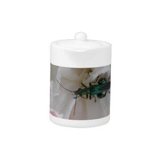 花のカブトムシのティーポット