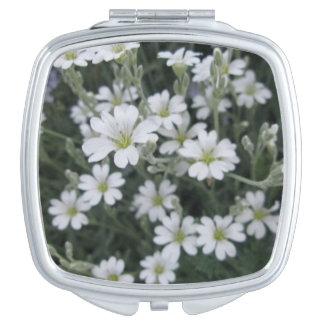 花のコンパクトの鏡