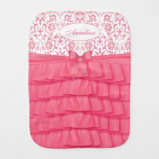 花のダマスク織が付いているピンクのサテンのひだ バープクロス