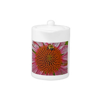 花のティーポットの《昆虫》マルハナバチ