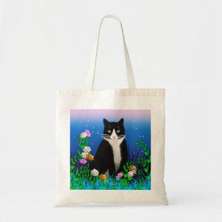 花のバッグを持つタキシード猫 トートバッグ