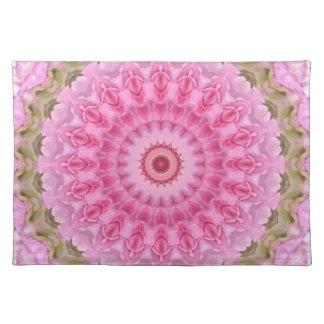 花のピンクおよび緑の庭の万華鏡のように千変万化するパターン ランチョンマット