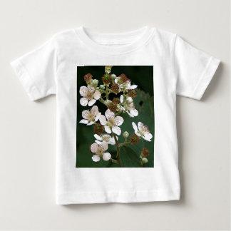 花のブラックベリーの花 ベビーTシャツ