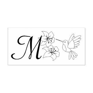 花のモノグラムの近くのハチドリ ラバースタンプ