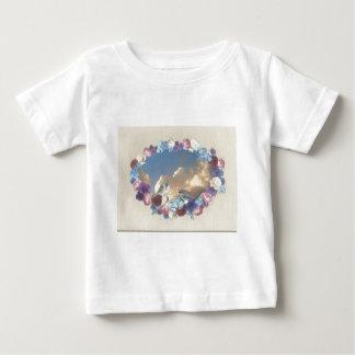 花のリースのシジュウカラ科のカップル ベビーTシャツ