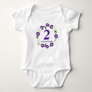 花のリースの紫色月 ベビーボディスーツ