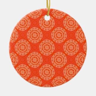 花の円パターンが付いている明るいオレンジパターン セラミックオーナメント