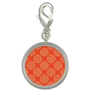 花の円パターンが付いている明るいオレンジパターン チャーム