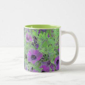 花の写真の操作、紫色のペチュニア ツートーンマグカップ