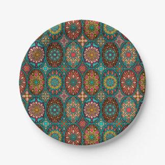 花の曼荼羅の要素が付いているヴィンテージのパッチワーク ペーパープレート