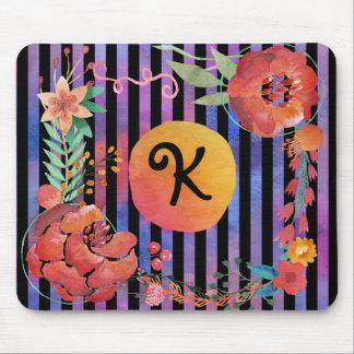 花の水彩画のモノグラムはとの縞で飾ります マウスパッド