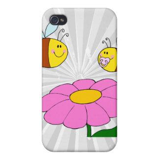 花の漫画に飛んでいるお母さんおよびベビーの蜂 iPhone 4 CASE