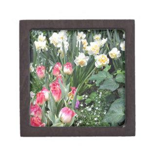 花の美しい ギフトボックス